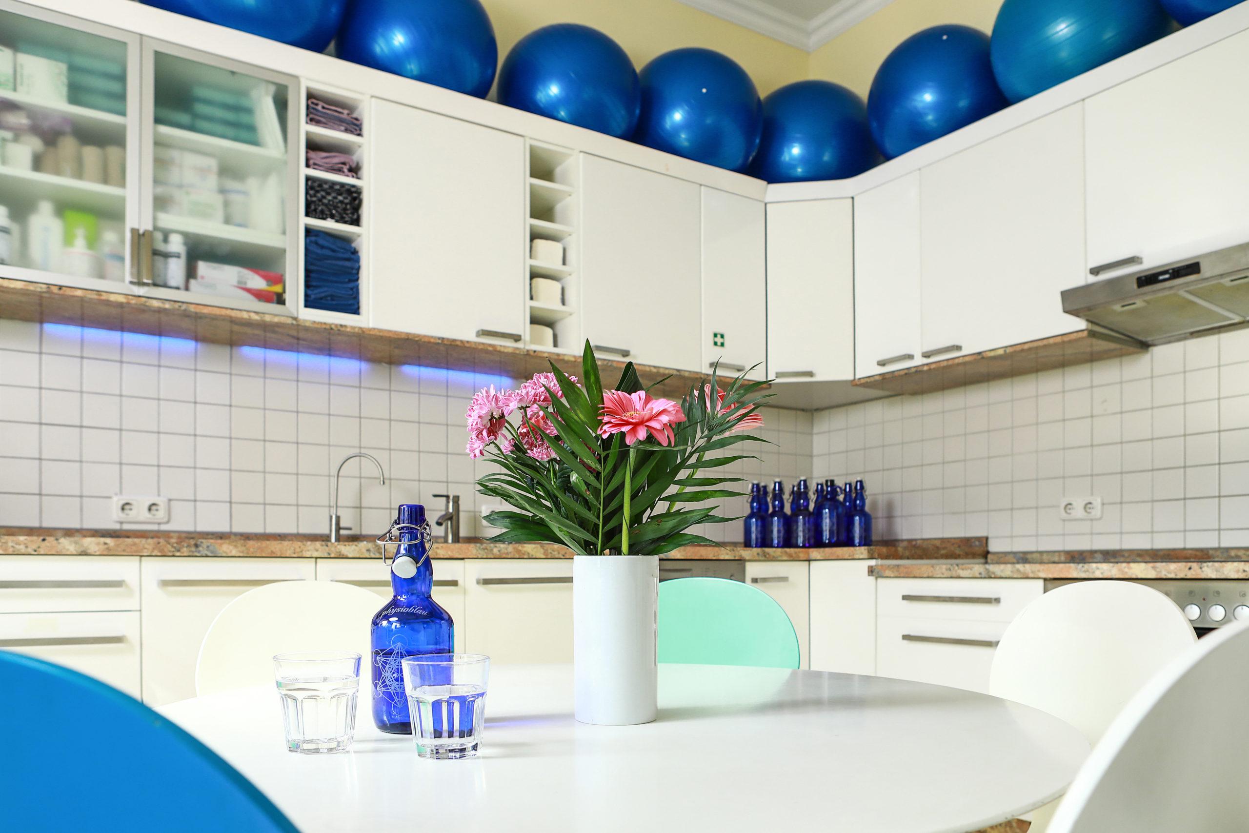 Küchen- und Aufenthaltsraum der Physiotherapie Blau in Potsdam